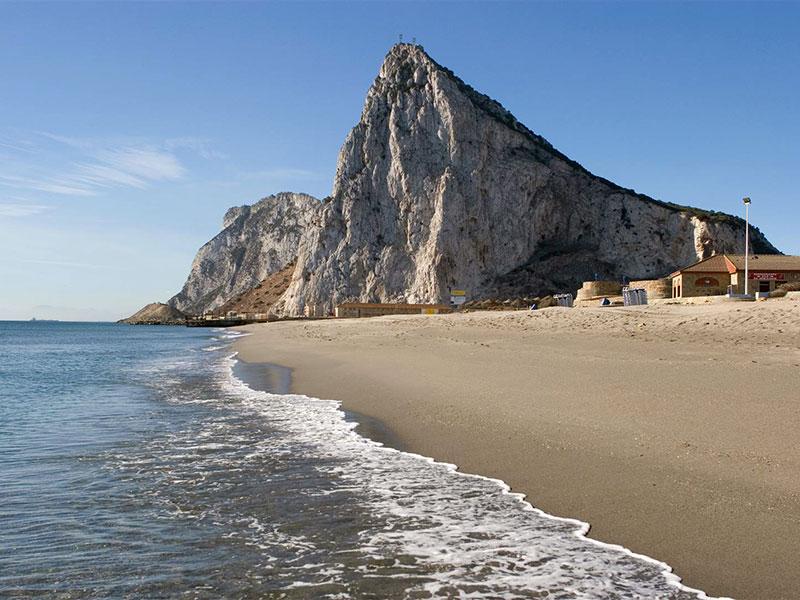 Playa de La Atunara, en La Línea (Cádiz Turismo)
