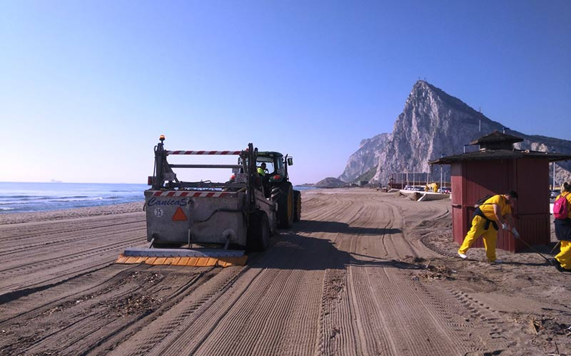 La-Linea-limpieza-playa-de-santa-barbara