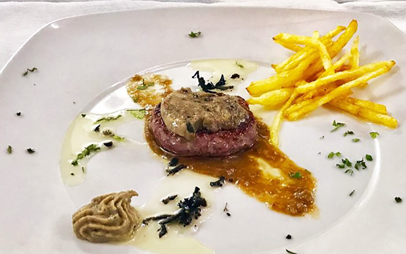 El Campanario Al Andalus mini hamburguesa de retinto con mantequilla Maître d'Hôtel