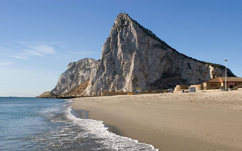 La-Linea-playa-La-Atunara-foto-Cadiz-Turismo