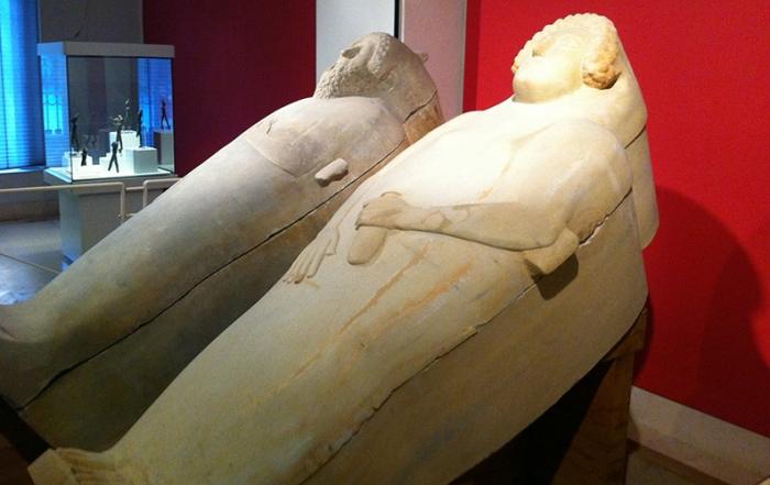 sarcofagos fenicios del Museo de Cadiz foto de Cadiz Turismo