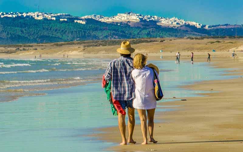 turistas playa foto de Cadiz Turismo