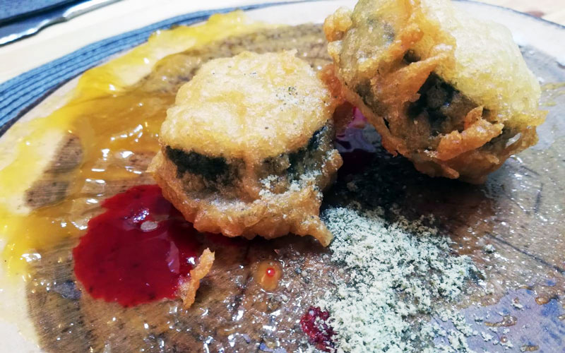 Dragon-Roll-iberico-shusi-en-tempura-Restaurante-La-Fabrica-de-Medina-Sidonia