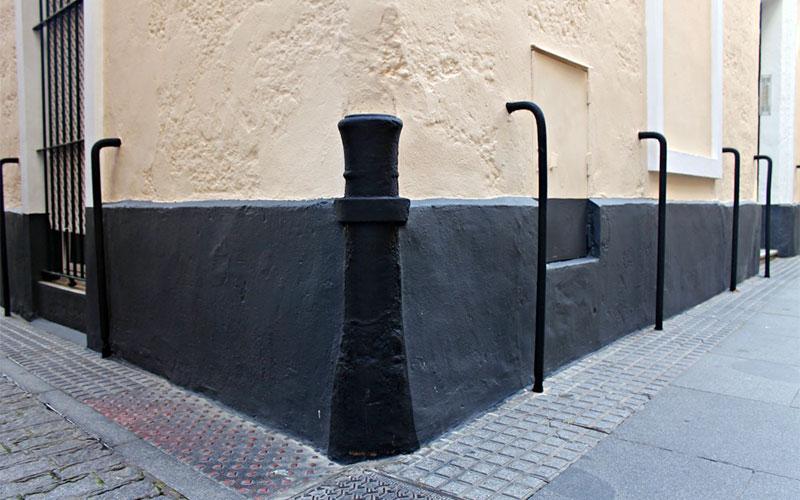 Cañones-en-las-esquinas-de-Cádiz