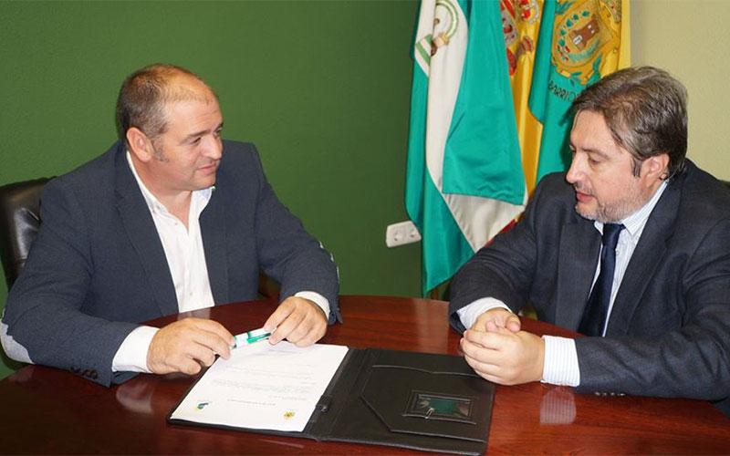 Los-Barrios-convenio-de-colaboracion-Monplamar-Juan-Moya