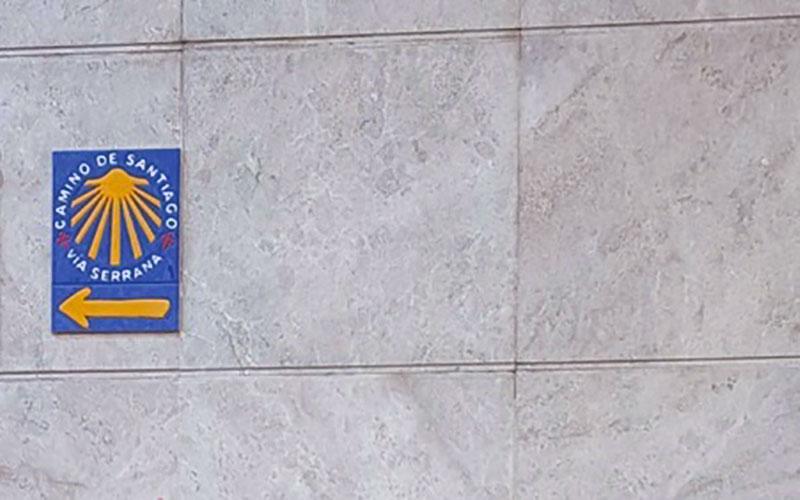 La-Linea-azulejo-Via-Serrana-Camino-de-Santiago