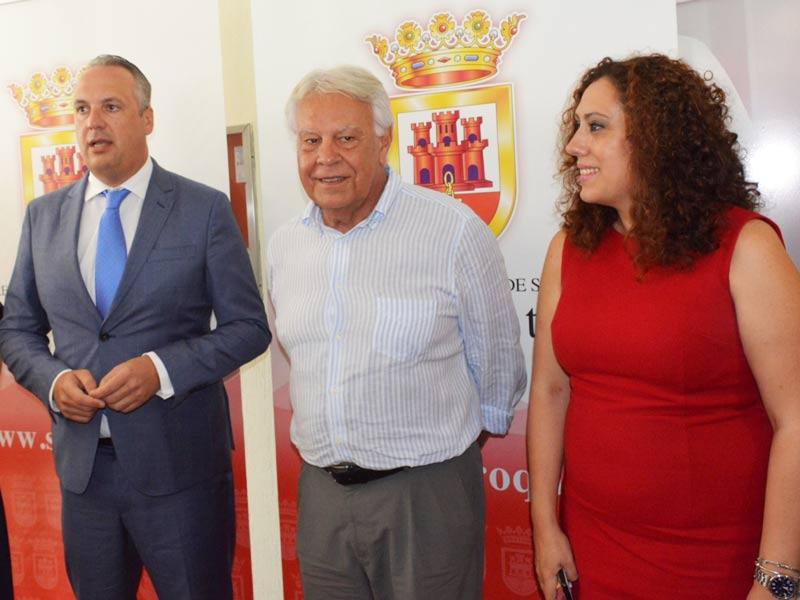 San-Roque-Felipe-Gonzalez-con-Juan-Carlos-Ruiz-Boix-y-Dolores-Marchena