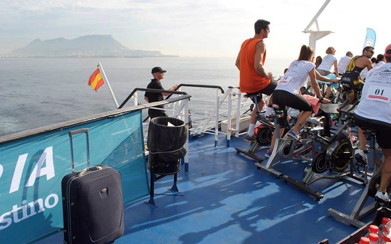 Cruzando-el-Estrecho-de-Gibraltar-en-bicicleta