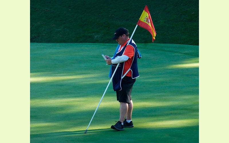 bandera-hoyo-17-en-III-Andalucia-Valderrama-Masters-de-gofl