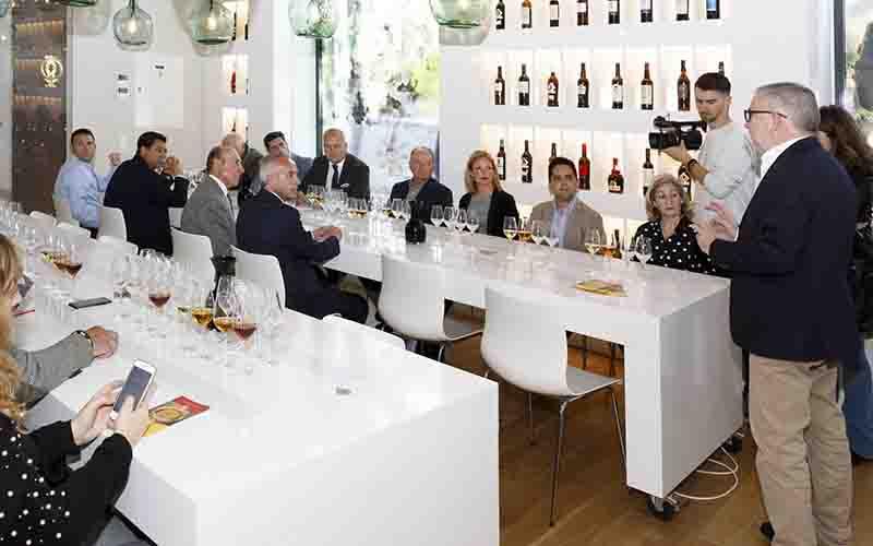 quesos de Villaluenga del Rosario y vinos de Jerez 1