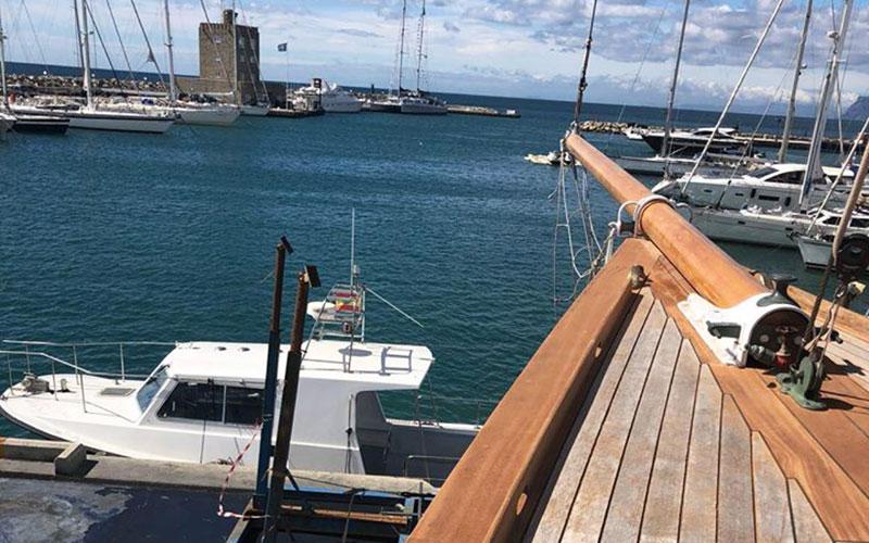 barco-Hispania-en-Puerto-Sotogrande-San-Roque