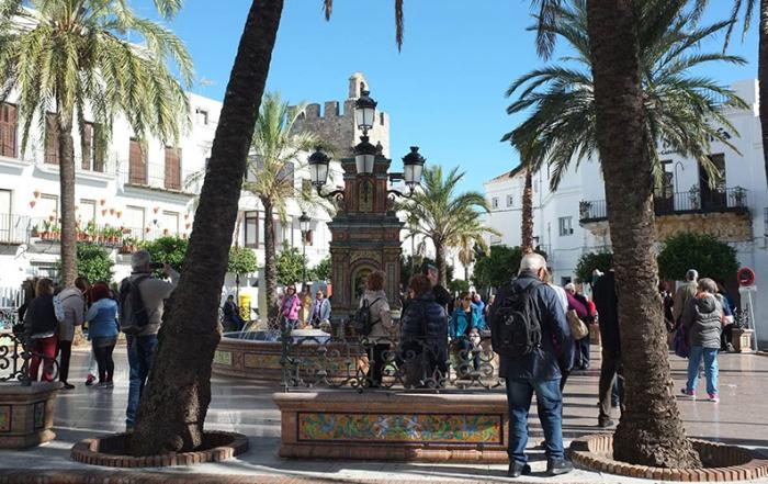 Vejer-Plaza-de-España-foto-de-Turismo-Vejer