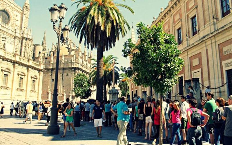 turistas-catedral-de-sevilla-foto-blog-los-viajes-de-claudia