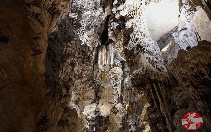 Cueva-de-las-Ventanas-Piñar-Granada-foto-de-Viajes-con-Humor