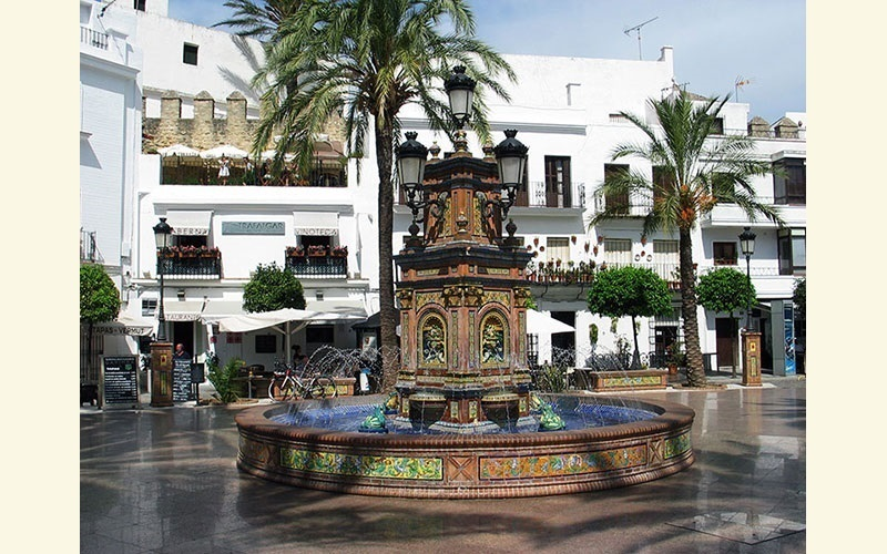 Monplamar-plaza-de-España-en-Vejer-de-la-Frontera
