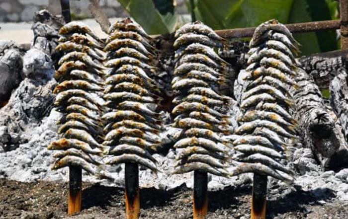 espetos-de-sardinas-foto-de-Imanes-de-viaje