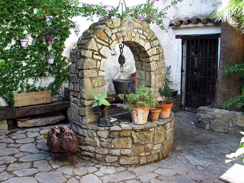 Monplamar-patio-Jimena-de-la-Frontera