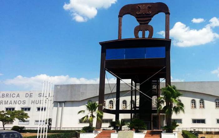 Monplamar-silla-gigante-Lucena-Cordoba