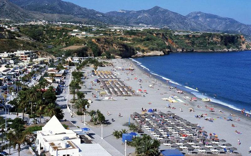 Nerja-playa-de-Burriana-foto-de-Junta-de-Andalucia