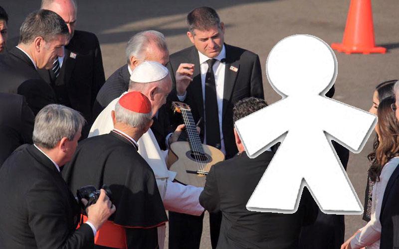Papa-Francisco-guitarra-foto-de-Grupo-Milenio-2020 2020-inocente (1)