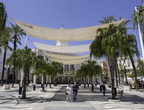 Toldos para el verano de Cádiz (Manuel Fernández, Prensa Ayto.)